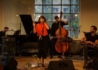 live_performances_singer_songwriter_saravanja_spiegel_ikea_1150_brick5